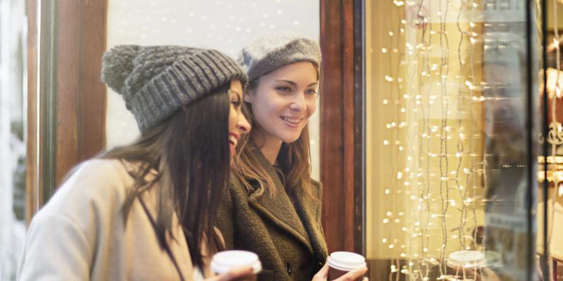 use temporary retail displays for your seasonal marketing